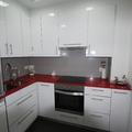 cocina encimera roja
