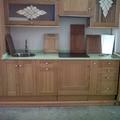 cocina con puertas de madera