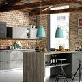 Cocina con pared de piedra y ladrillo