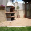 Colocación de pavimento y barbacoa en jardin