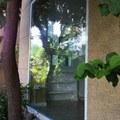 cristalera con vista a jardín