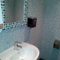 Empapelado de azulejos de baño.