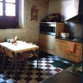 Detalle de cocina y mesa