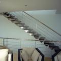 Diseño de Escalera con los peldaños en ménsula