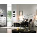 Dormitorio ANDREA con cabecero de cama en forja y tapizado