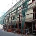 Edificio plurifamiliar en esquina y entre medianeras