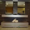 encimera de baño con dos labavos de piedra natural