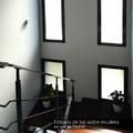 Entrada de luz sobre escalera