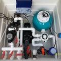 Equipo depurador con clorador salino + regulador de pH + bomba contracorriente + bomba hidromasaje