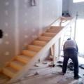 Escalera de madera echa a mano