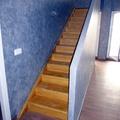 Escalera de madre hecha pieza a pieza