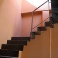 Escalera volada de acero doblado