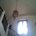 escaleras y lamparas.