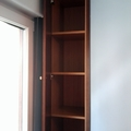 estanteria con puertas en hueco de colunna