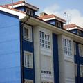 fachada azul y imitacion a piedra