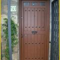 Foto puerta madera de aluminio