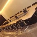 Montaje mesa de reuniones con TFTs encastrados