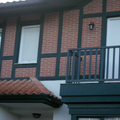 franjas pintadas en fachada