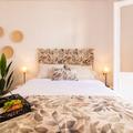 Amplia y luminosa habitación con cama de matrimonio