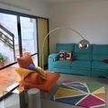 vivienda Artola Marbella, suelo en color acero, microcemento