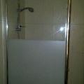 instalación mampara de baño, 1 fijo, perfileria brillo, vidrio seguridad anti cal.