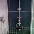 kit grifo termostatico con barra fija y movil en baño de diseño