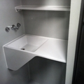 lavabo con estanteria