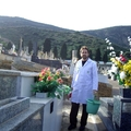 Limpieza de lápidas en el cementerio