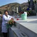 Limpieza y colocación de flores con ETERNALIA