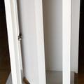 maqueta puerta pivotante eje desplazado brindada exterior lacada blanco
