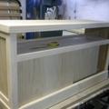 Mesa de tv con puertas correderas.