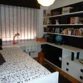 Mesa estudio completa con estanterias y muebles bajos