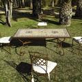 Mesa jardin de mosaico y forja