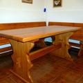 Mesa y bancos de bodega