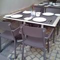 Mesa y sillas terraza restaurante