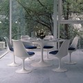 Mesa y sillas Tulip de Knoll