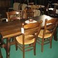 Mesas y sillas de madera para bodegas