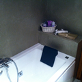 microcemento en baño, suelo y paredes.