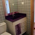 Mueble con encimera color lila y cristal fusing