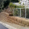"""Muro con piezas de hormigón """"Famada i Pla"""""""
