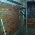 muro de ladrillo tosco
