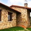 Casa con fachada de piedra
