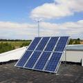 Paneles solares y aerogenerador