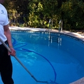 Limpieza fondo piscina.