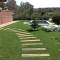 Diseño de jardín con césped artificial