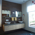 Baño vista a patio interior de vivienda