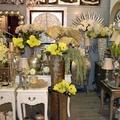 Piezas de decoración, muebles auxiliares… con una gama de colores suaves.