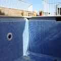 piscina azul niebla