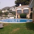 piscina y jardin en marbella