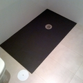 Plato de ducha a nivel de resinas en formato a medida